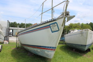 Starboard Bow 1983 Endeavor 33 Salvage